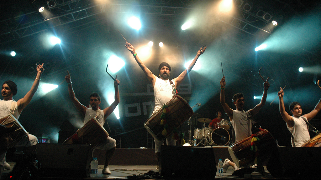 The Dhol Foundation will join us at Aadhunik!